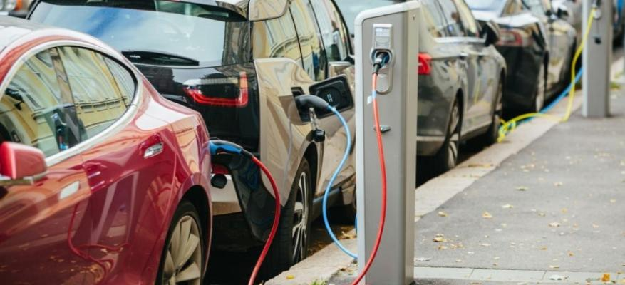 «Οριοθετούνται» οι σταθμοί φόρτισης συσσωρευτών ηλεκτροκίνητων οχημάτων!!!_STARTEG.GR