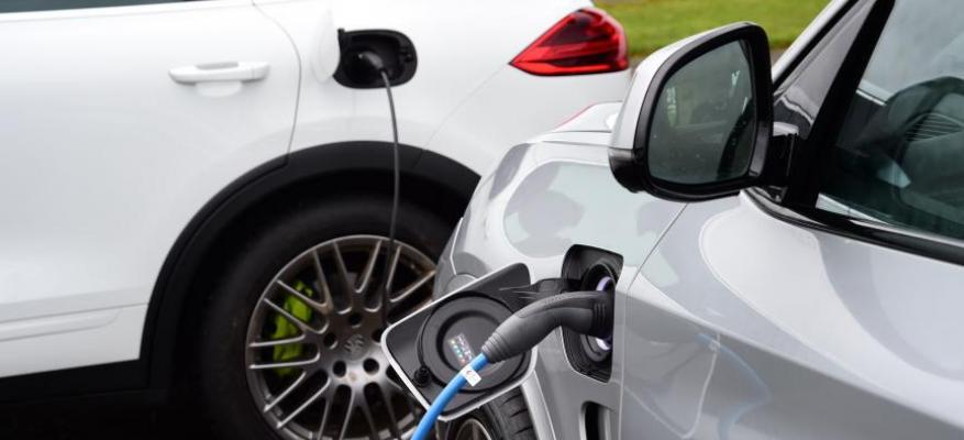 Πόσο συμφέρει η αγορά ενός plug-in ηλεκτρικού αυτοκινήτου;;; | STARTEG.GR
